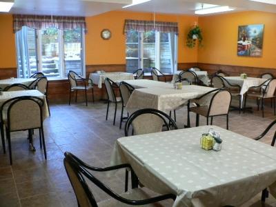 residences-personnes-agees-manoir-de-la-riviere-salle-a-manger-3-grande