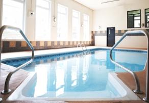 residences-personnes-agees-manoir-et-cours-de-latrium-piscine-interieure-2-moyenne