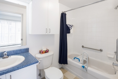 residences-personnes-agees-pavillon-au-coeur-du-bourg-salle-de-bain-pavillon-au-coeur-du-bourg-11-grande